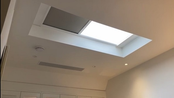 Perfect sleep with electric roof lantern blinds in the guest room.